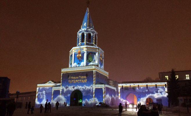 Наплощади Куйбышева продолжается световое шоу «Полетели вНовый год»