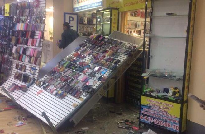 Размещено видео погрома амбалами вмаскахТЦ вКазани