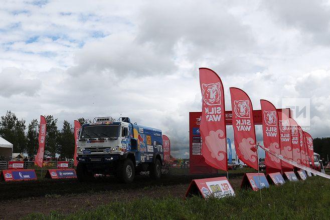 Экипаж Сергея Вязовича занял 4-ое  место напервом этапе «Шелкового пути-2017»