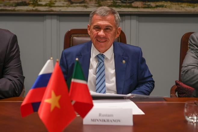 Рустам Минниханов прибыл срабочей поездкой воВьетнам