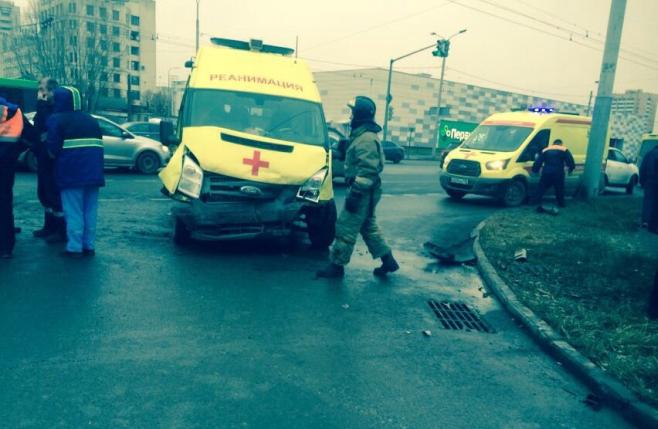 ВКазани лихач врезался в«скорую», которая везла умирающего пациента