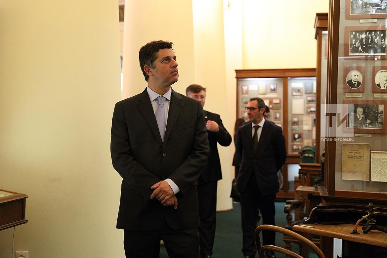 ВКазанском Кремле проходит встреча Президента Татарстана сделегацией Португалии