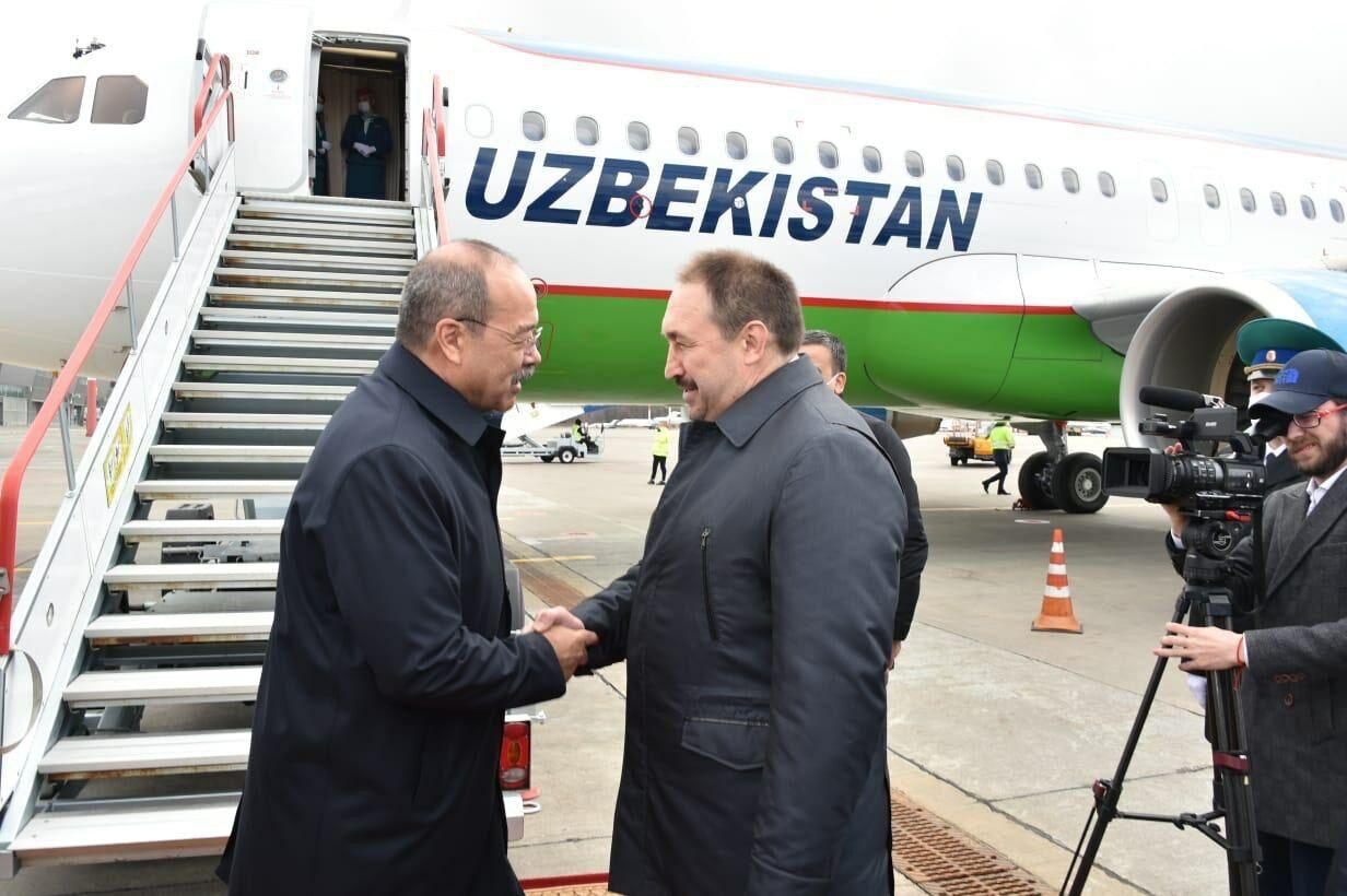 Премьер-министр Узбекистана прибыл в Казань