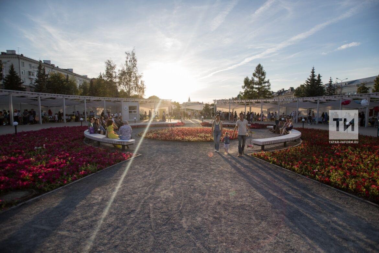 Майские выходные в Казани: скетч-урок в Лядском саду и оркестр «Аврора» на плавучей сцене