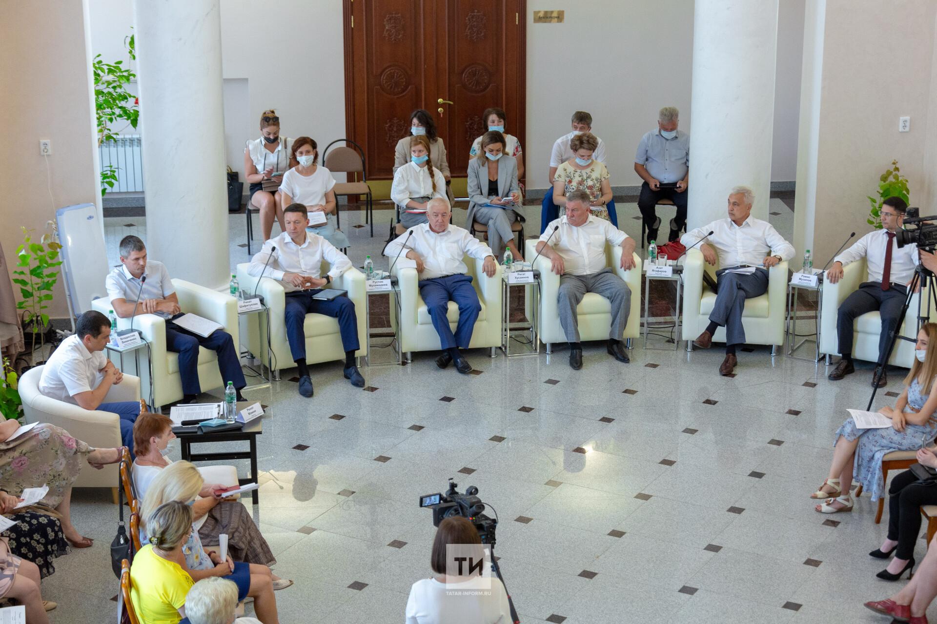 В помощь учителям и врачам: «Татнефть» провела Общественный совет в Лениногорске
