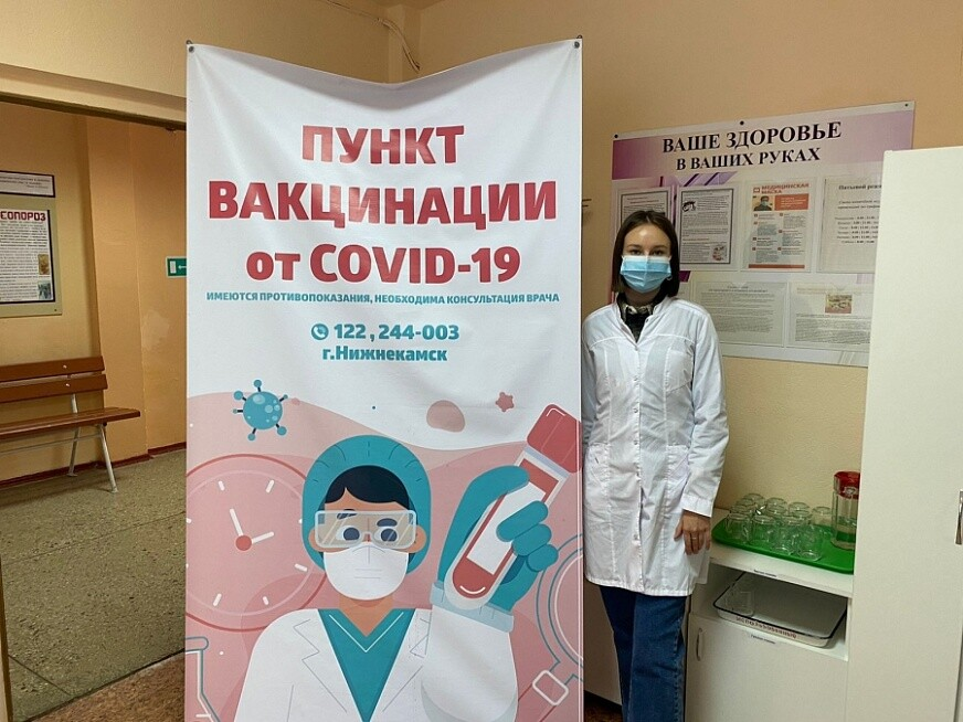 Более 700 нижнекамцев вакцинировались от гриппа и Covid-19 у избирательных участков