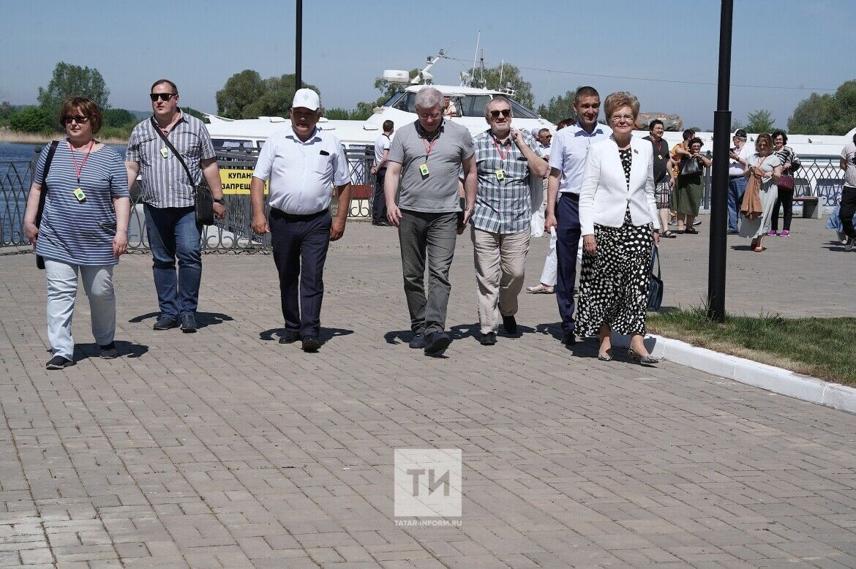 Самый большой в мире Коран и древнее городище показали членам клуба «Валдай» в Болгаре