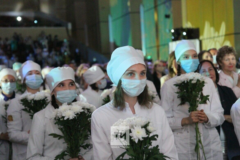 Открыли онкоцентр, устроили новоселье, наградили лучших: как в РТ прошел День медика