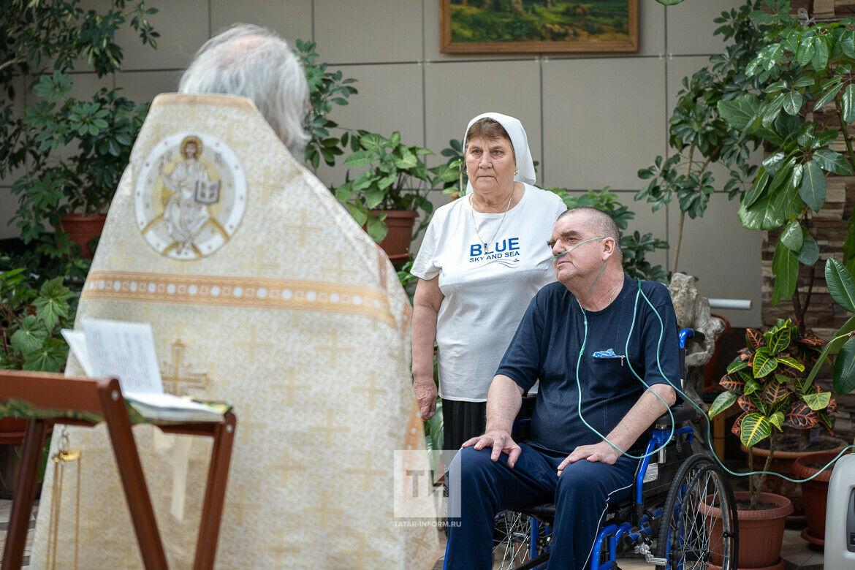 Вместе – теперь навсегда: тяжелобольной пациент Казанского хосписа обвенчался с супругой
