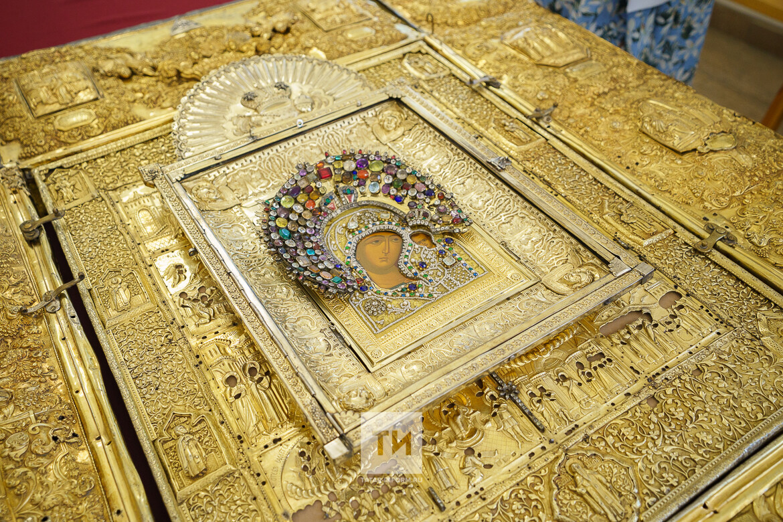 Нацмузей РТ на год передал епархии комплекс оклада Казанской иконы Божией матери
