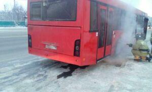 Фото: Пожарные потушили дымившийся автобус в центре Казани