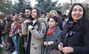 В Казани молодежные активисты возложили цветы к памятнику жертвам политических репрессий