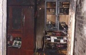 Сотрудники МЧС спасли мужчину из горящей квартиры в Казани
