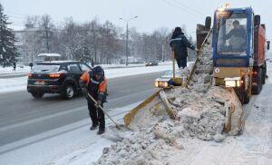 69 дорожных рабочих за ночь очистят Казань от снега