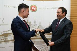 Премьер-министр РТ вручил портфели новым членам молодежного Правительства Татарстана