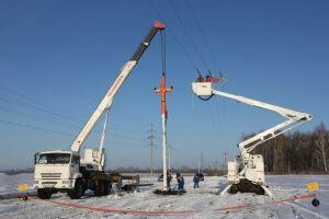 Замену опоры на воздушной линии 10 кВ под напряжением произвел филиал ОАО «Сетевая компания»