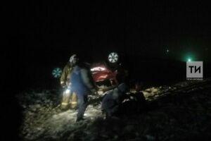 В Лениногорском районе автомобиль «Рено» из Самарской области перевернулся в кювет