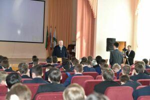 Полицейские провели Урок мужества в казанской школе