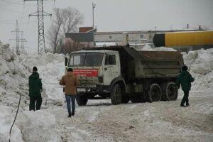 Экологи поймали организатора снежной свалки на берегу озера Кабан