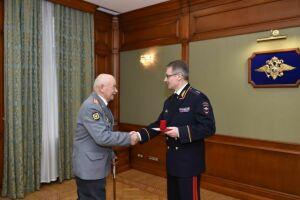 Артем Хохорин поздравил полицейских – ветеранов боевых действий с Днем защитника Отечества