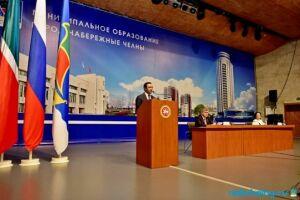 На сессии Горсовета Челнов депутат от КПРФ обратился к Халикову за разъяснениями о Татфондбанке