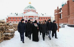 Минтимер Шаймиев и митрополит Феофан посетили стройку Собора Казанской иконы Божией Матери