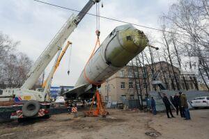 Самолет Ту-144 готовят к перевозке к зданию КНИТУ-КАИ на Четаева