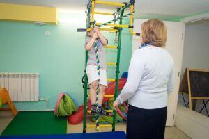 Группа женщин-депутатов Казгордумы навестила отделение отказных детей при горбольнице № 18