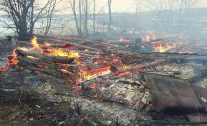 Два человека погибли на пожаре в Кукморском районе