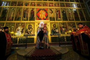 Митрополит Феофан совершил Пасхальную великую вечерню в Благовещенском соборе