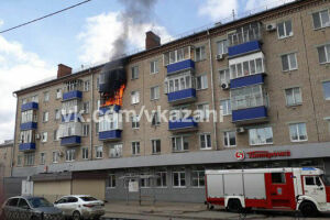 Фото: в Казани горит квартира на улице Гагарина