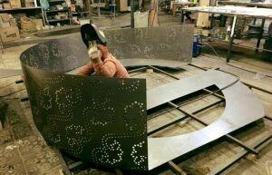 Для акции «Мин татарча сойлэшэм» создают большую дизайнерскую скамейку ввиде буквы «Ә»