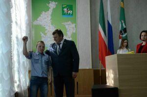 В Агрызском районе РТ пятеро сирот получили ключи от квартир
