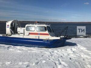 В Менделеевском районе на Каме на оторвавшейся льдине унесло пять человек