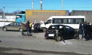 В ДТП с участием пяти автомобилей в Зеленодольске пострадали 4 человека