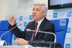 Фарид Мухаметшин поздравил татарстанцев с праздником Весны и Труда