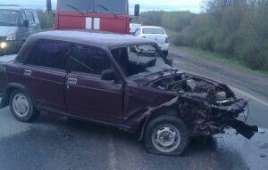 По дороге из Казани в Малмыж столкнулись три авто, пострадал водитель