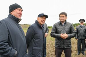 Президент РТ оценил ход весенне-полевых работ в Кукморском районе