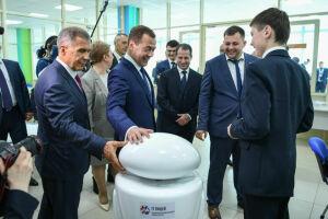 Медведев предложил заменить сборную России по футболу на казанских роботов