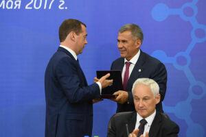 Медведев наградил Рустама Минниханова медалью П.А.Столыпина II степени