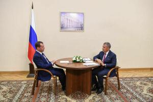 Минниханов и Медведев обсудили медицину, ремонт школ, дворов и дорог в Татарстане