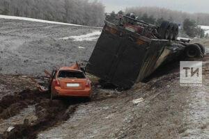 В больнице скончалась четвертая пострадавшая в крупной аварии в Пестречинском районе