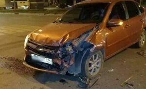 Фото: в Казани водитель легковушки врезался на встречной полосе в чужое авто
