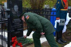 В Казани открыли памятник генерал-майору Рахиму Максутову