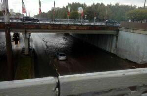 В Челнах после дождя вновь затопило участок под мостом на проспекте Вахитова