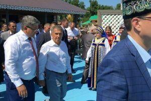 Рустам Минниханов поделился фотографиями с казанского Сабантуя