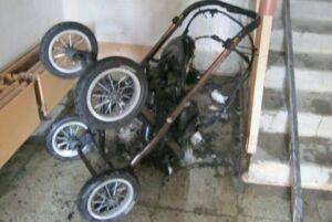 В Челнах подъезд дома покрылся копотью из-за загоревшейся детской коляски