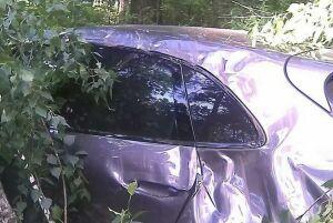 Фото: на озере Глубоком в Казани дерево упало на «Порш»
