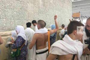 Татарстанские хаджии провели обряд бросания камней в Джамарат