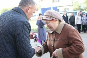 60 семей получили ключи от новых квартир по программе переселения из аварийного жилья в Чистополе